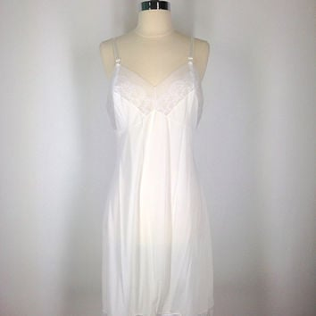 Full Slip / White Ivory / Vintage Mad Men Style / Slip Dress / 1960s 1970s / 36 Bust