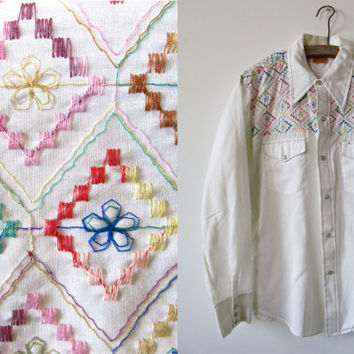 Vintage Mens Western Shirt. Pearl Snap Button Up. White with Colorful Embroidery