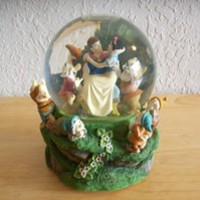 Disney Snow White & Seven Dwarfs Snow globe