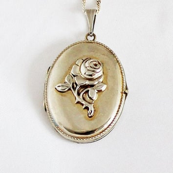 1940s Art Nouveau German Oval Locket Vintage Rose Medallion Portrait Photo