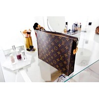 Boys & Men LV Louis Vuitton Makeup Bags Handbag Men's Business Bag Louis Vuitton Classic Clutch Bag