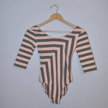 Vintage 1980's Leotard Light Pink and Gray Striped Chevron 1/2 Sleeve Bodysuit Wide Neck Ballet Dance Stripe Pattern Size Large Carushka