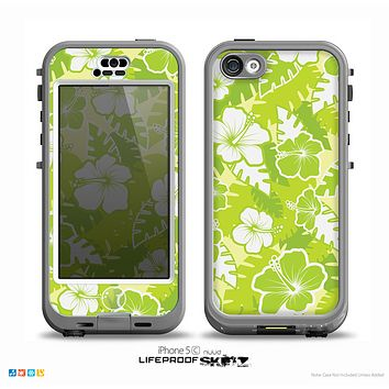 The Green Hawaiian Floral Pattern V4 Skin for the iPhone 5c nüüd LifeProof Case
