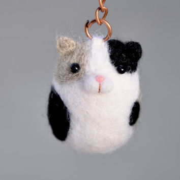 Amigurumi cat keychain, needle felt animal keychain, amigurumi animal, needle felt cat, black and white cat, cat accessories, felted animal