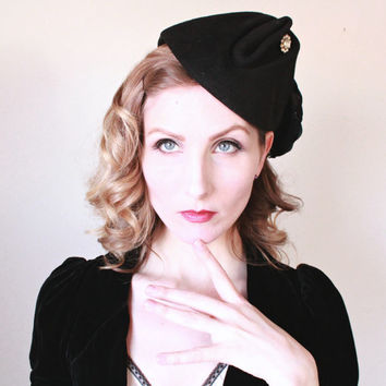 1940s Hat / VINTAGE / Military Style / Feather / Black / Rhinestones / Tilt / Topper / FABULOUS
