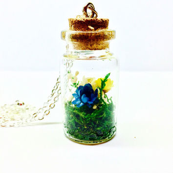 Floral Terrarium Necklace, Moss Terrarium Pendant, Terrarium Jewelry, Glass Bottle Necklace, Real Dried Flowers, Preserved Moss, Boho Style