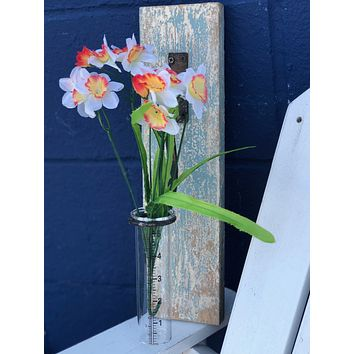 Vintage Weathered Plank with Cylindrical Metered Glass Vase