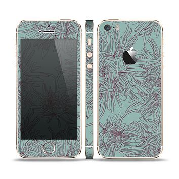 The Teal Aster Flower Lined Skin Set for the Apple iPhone 5s