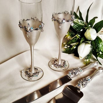 FREE SHIPPING Wedding SILVER glasses and Cake Server Set cake knife silver bride and groom set of 4 wedding toasting flutes