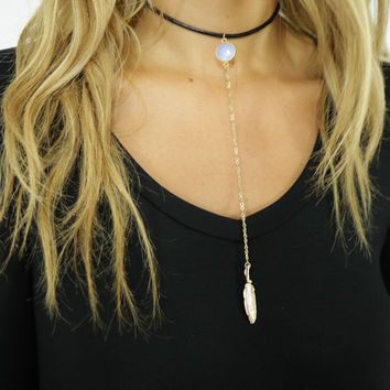 Lisbon Natural White Choker With Long Chain And Leaf