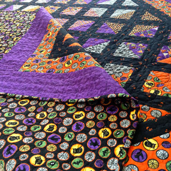 Halloween Quilt, Halloween Decor, Halloween Decorations, Geometric Quilt, Fall Quilt, Pumpkin Quilt, Black and Orange Quilt, Fall Blanket