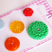 5 vintage button antic scrapbooking buttons
