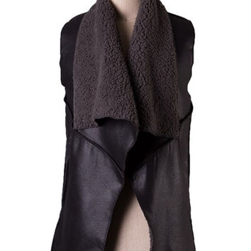 Canyonlands Vegan Suede & Shearling Vest - Black RESTOCK ARRIVES NOV. | Daily Chic