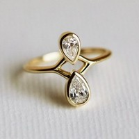 Pear Diamond Engagement Ring, 18k Solid Gold | Capucinne