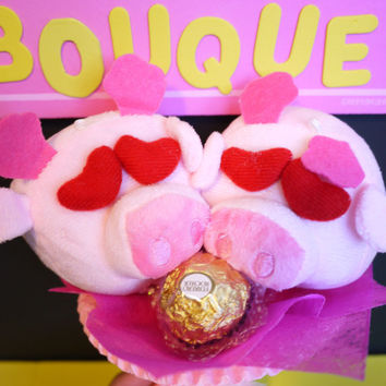 Lovely birthday gift! 2 In Love Pigges with a Ferrero Rocher Chocolate in a Mini Bouquet. Suitable as proposal/Wedding gift as well.