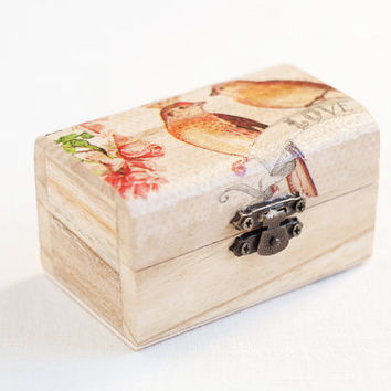 "Small wooden box for wedding with two birds and roses ""Love"" - Natural wood, wedding decor, ring bearer box, jewelry box, floral"