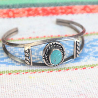 Traditional Design Bracelet / Southwest Turquoise Sterling Silver Cuff / Vintage Jewelry