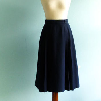 Vintage navy blue skirt / high waisted / pleated / preppy classic secretray skirt / midi / medium
