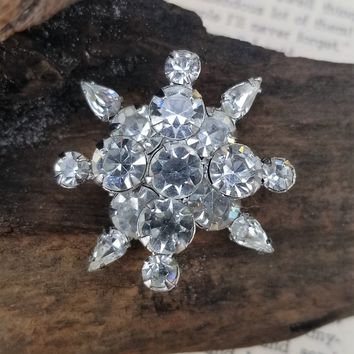 Clear chaton and teardrop vintage rhinestone snowflake brooch