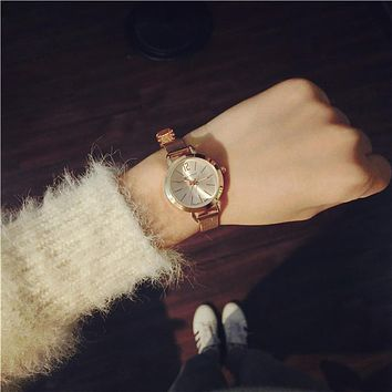 New Wrist Watch Simple Bracelet Style Lady Fashion Exquisite Fine With A Small Dial Watch Elegant Ladies Golden Metal Mesh Band