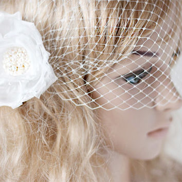 Bridal veil, Off white headpiece, Wedding veil, Birdcage Veil,Bird Cage Veil, Bridal birdcage veil, Bridal flower, White flower fascinator