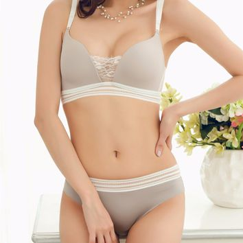 The new Japanese lingerie set without steel wire free lace sexy smooth underwear bra set for women 2 color