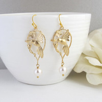 Pretty Hummingbird Earrings. Nature Woodlands Drop Earrings. Pearls Earrings. Modern Drops Earrings. Bridesmaid Gift. Wedding Gift