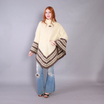 Vintage 70s PONCHO CAPE / 1970s Neutral Soft Shaggy Icelandic Wool Sweater Poncho