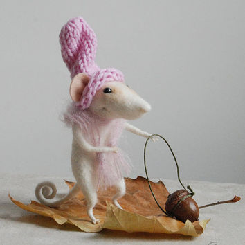 Felted needle mouse, felted animal, cute mouse, felt ornament, soft sculpture, figurine, white mouse,  tender mouse