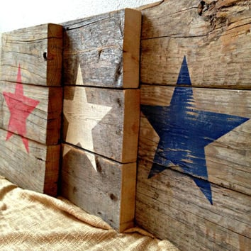 Recycled Pallet Wood Patriotic American Star Signs - Distressed Rustic Red White and Blue - Independence Day Holiday Wall Decor - Set of 3