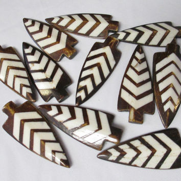FLAWED DISTRESSED - Buffalo Bone ARROWHEADS 50 Arrow Heads Striped Pendants Bead for Jewelry Crafts
