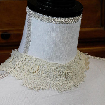 Irish Crochet Collar, Lace Collar, Lace Rosettes, Hand Made Snap Closure, Ivory Off White, 1940s, Weddings Estate Vintage Lace Linens