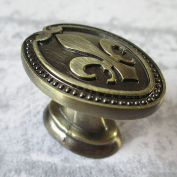 Dresser Knobs Antique Bronze / Drawer Knobs Pulls Handles Fleur De Lis / Cabinet Door Knobs Pull Handle / French Country Home Hardware D45