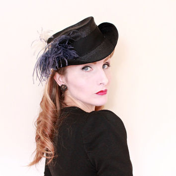 1940s Hat / VINTAGE / 40s Hat / Topper / Tilt / Purple Feather / Straw