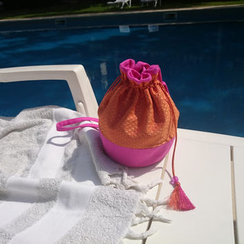 Little purse, orange silk brocade and fushia linen, interfaced and lined