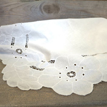 White Table Runner / Dresser Runner / Boho Linen / Vintage White Linen