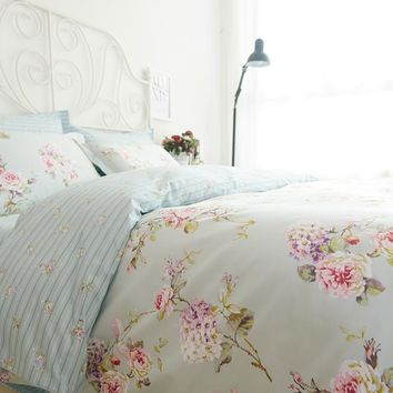 Shabby Chic Style Cottage Bedding Set. Romantic Floral Bedding Set