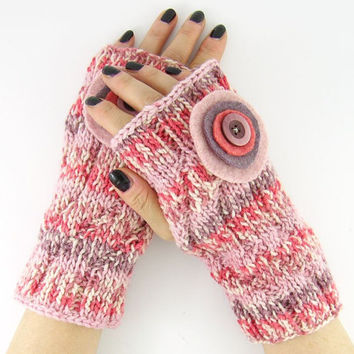 knit fingerless mittens fingerless gloves wrists warmers gauntlets merino wool women pink purple felt applique tagt team curationnation