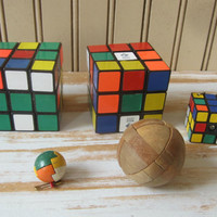 Rubik's Cube Puzzles Keychain and Round Wooden Brain Teaser Puzzles 5 Pieces Finger Puzzles