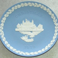 "vintage Wedgwood Pale Blue Jasper Ware 1973 Christmas 8 1/8"" diameter Plate with white bas relief of Tower of London (ref: 3196)"