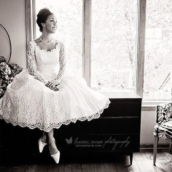 1950s Vintage Ivory Lace wedding dress bridal gown tea length retro style with sleeves