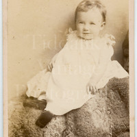 CDV Carte de Visite Photo Victorian Cute Baby Portrait - H J Whitlock of Birmingham Midlands - Antique Photograph