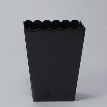 Plastic Large Scalloped Container, 7-3/4-Inch
