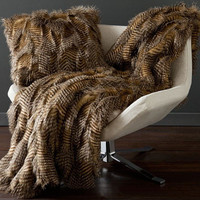 The Ultimate Style Fancy Feather Faux Fur Throw Blanket