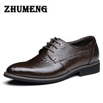 Vintage Carved Men wedding shoes Luxury Black formal Men Business Leather Shoes Men Flats for Office men shoes sales