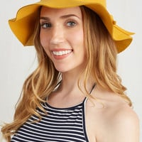ModCloth Vintage Inspired Oh Classy Day Hat in Goldenrod