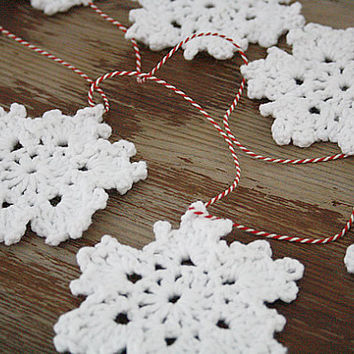 Christmas deco: snowflakes crochet garland (made to order) FREE SHIPPING