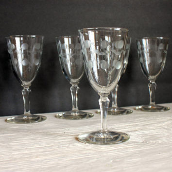 etched barware // vintage wine sherry glasses // vintage stemware // set of 5