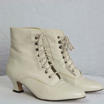 Vintage 1980s Ivory Leather Granny Boots Shoes Size 7 Boho Gypsy Dream!