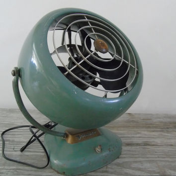 Machine Age Mid Century Deco VORNADO Fan Air Circulator  Model B24C1 Bakelite Blades  O.A. Sutton Corporation